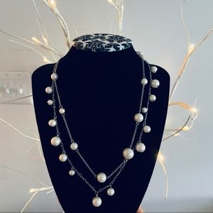 Express pearl necklace